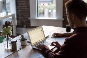 Aj malý blog, aj stredne veľký e-shop, môžu byť rýchlejšie, ak zistíte, čo web spomaľuje.